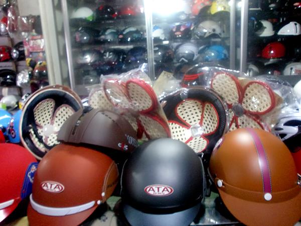 www.123nhanh.com: Lót mũ bảo hiểm bằng mây thiên nhiên, khô thoáng da đầu